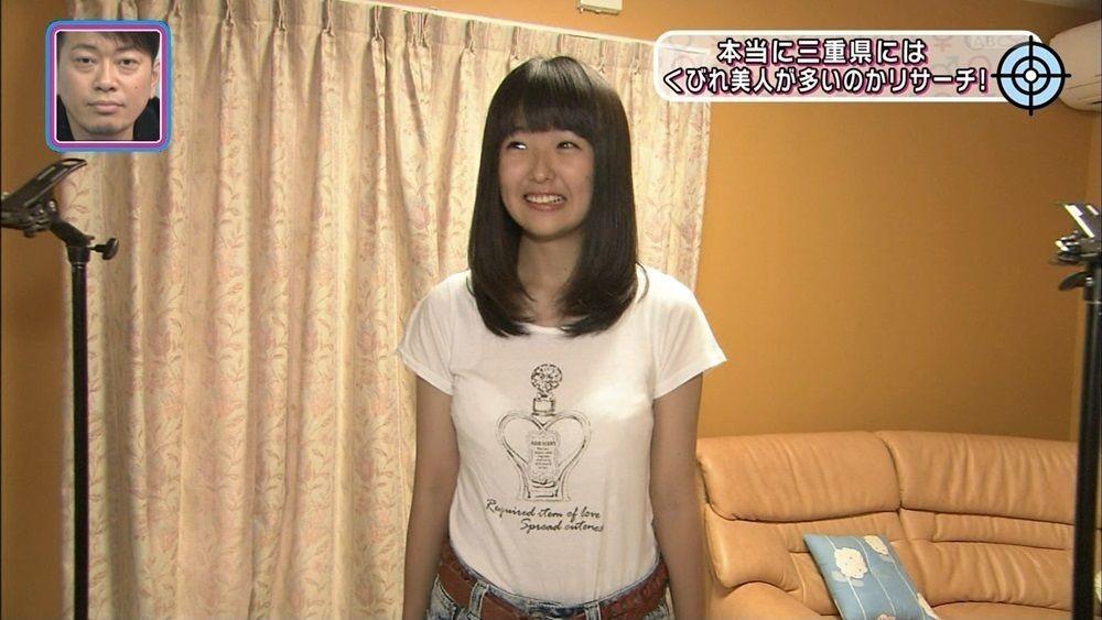 スケスケTシャツとショートパンツでテレビ出演した女子中学生の透けブラ