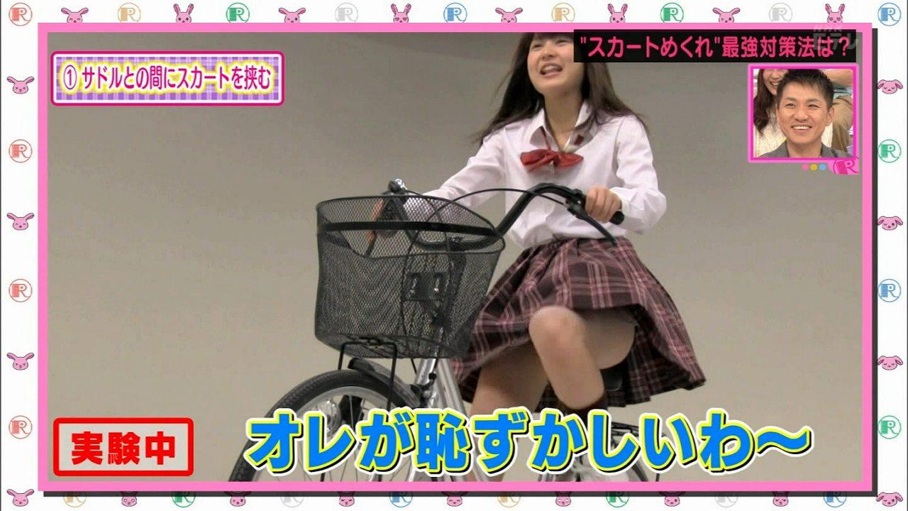 NHK・Eテレ「Rの法則」で自転車に乗った女の子のパンチラ