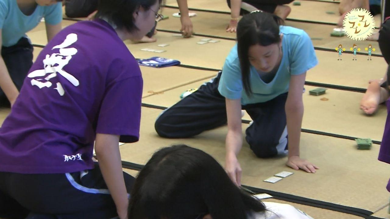 NHK・教育テレビで放送されたかるた大会で胸元ユルユルTシャツを着た女の子の胸チラ