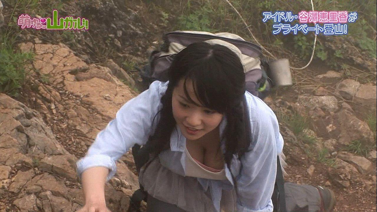 番組で山登りした谷澤恵里香の巨乳胸チラ