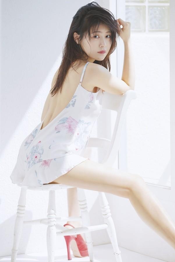 女性ファッション誌『ar』、美背中を大胆露出した有村架純のグラビア