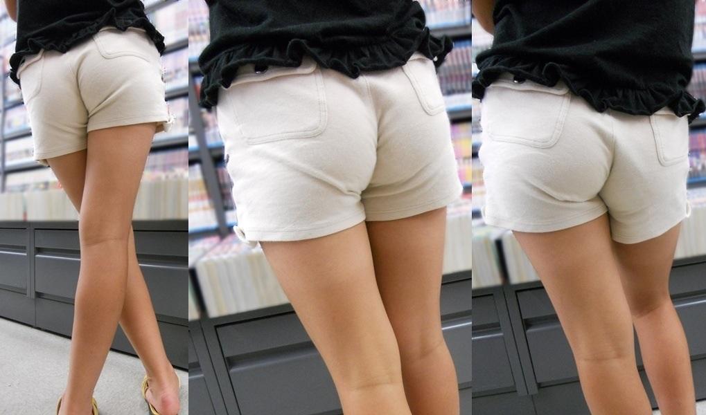 白いショートパンツを履いた女の後ろ姿