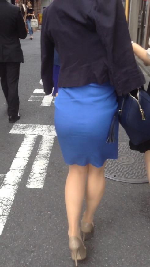 タイトスカートを履いたOLの後ろ姿