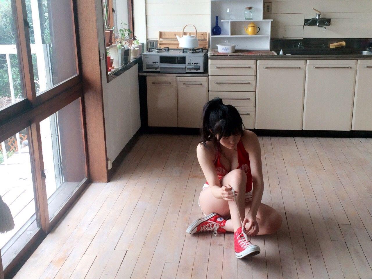 「ヤングアニマル 2016年 5/27 号」HKT48・田中優香のおっぱいグラビアオフショット