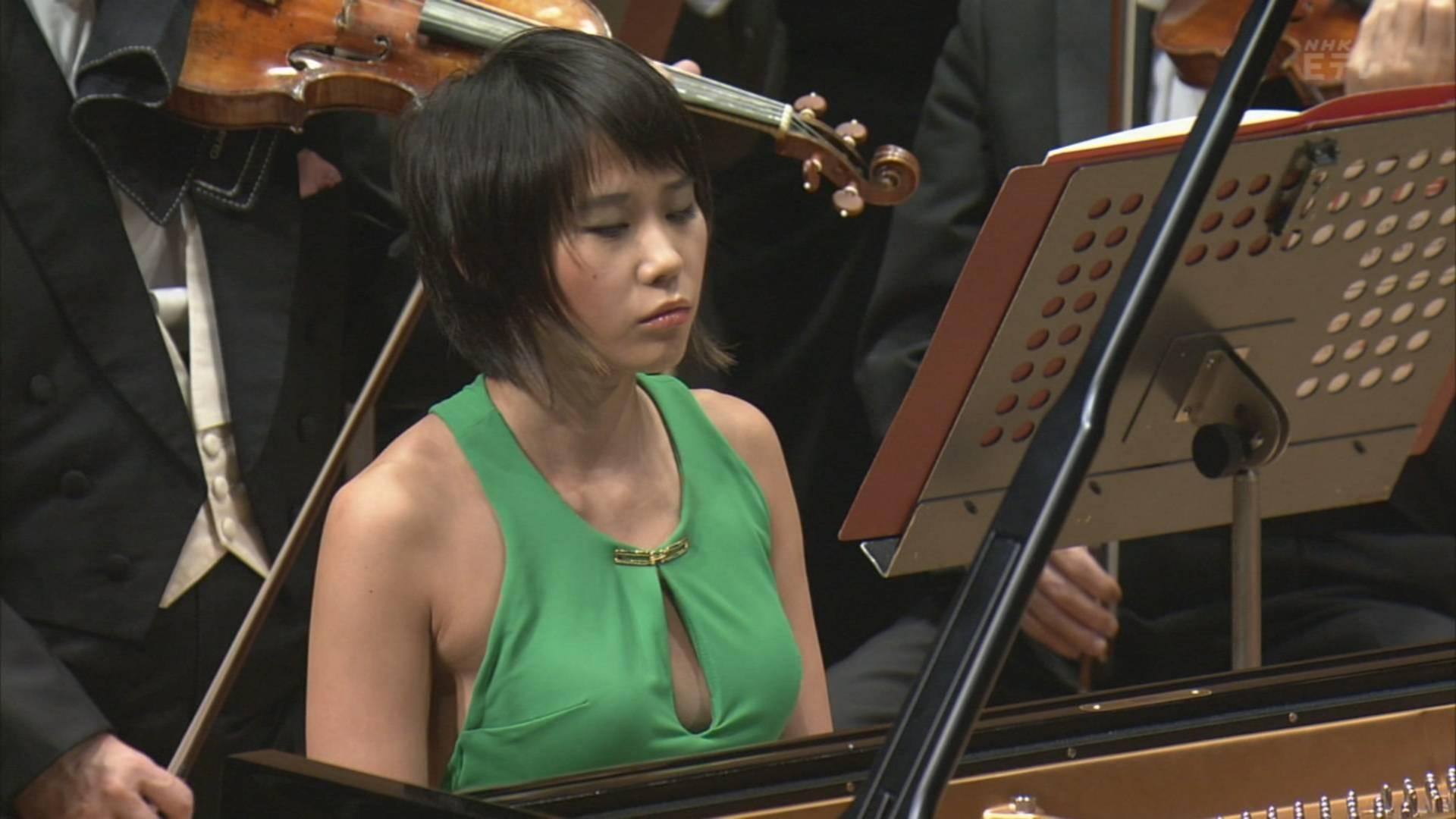NHKのクラシックコンサートに半裸の様なエロドレスを着てノーブラ出演したピアニストのユジャ・ワン(Yuja Wang)