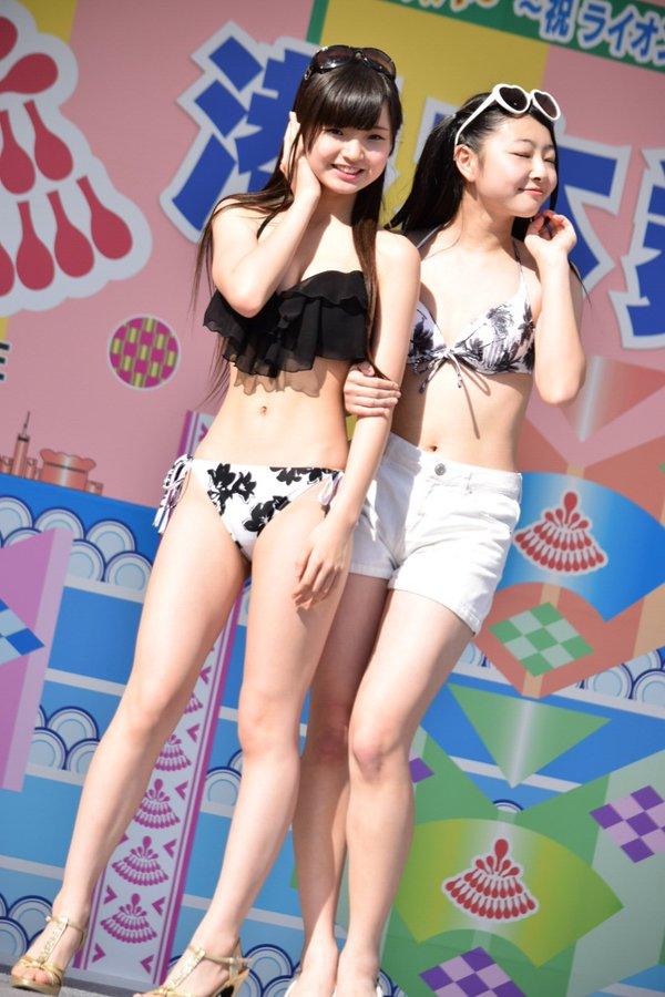 ビキニの水着を着た女子中学生、仲村星虹ちゃん