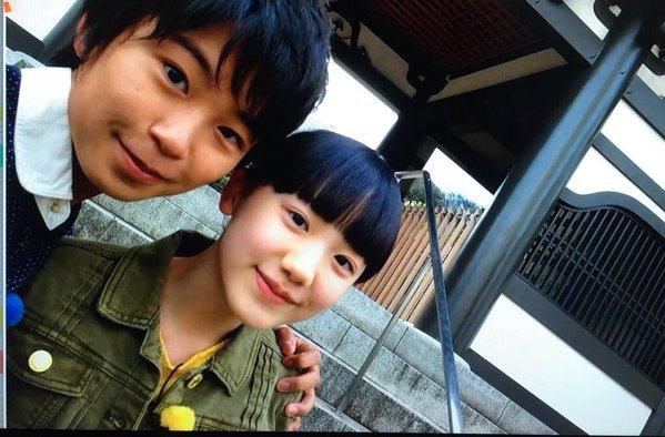 芦田愛菜の肩を抱く加藤清史郎