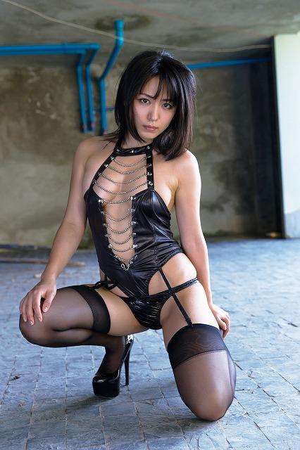 イメージビデオDVD「裸足の季節」でボンテージ衣装を着た川村ゆきえ