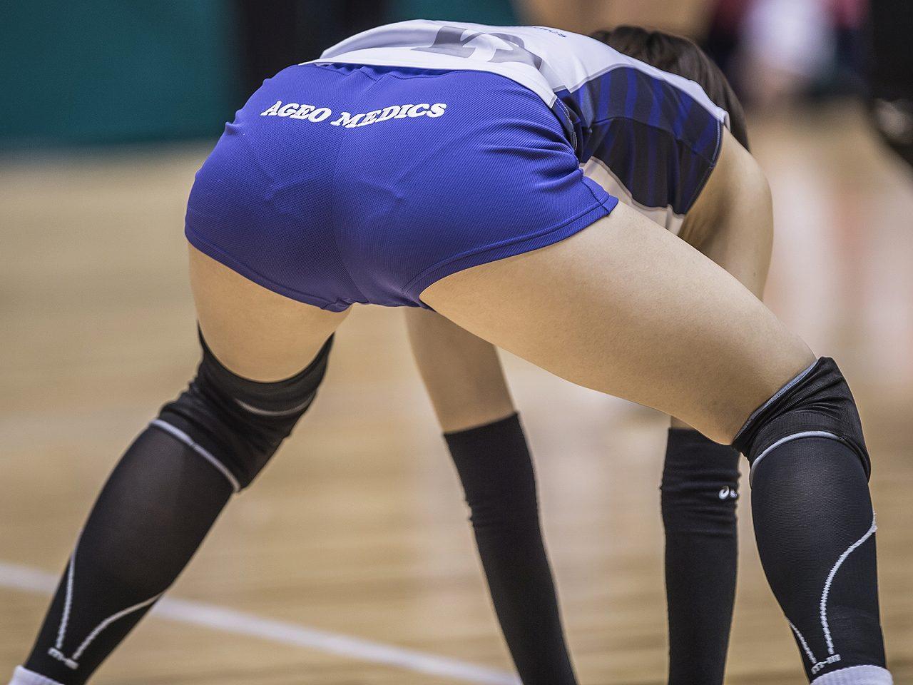 ピチピチのユニフォームを着た女子バレー選手のパン線くっきりお尻