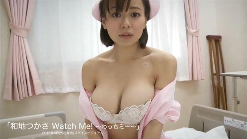 和地つかさのイメージビデオDVD「Watch Me!~わっちミー~」キャプチャ画像(ナースコスプレでおっぱいを放り出した和地つかさ)