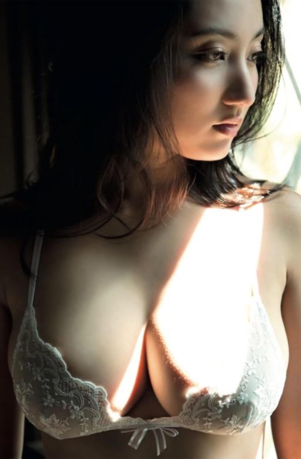 「FRIDAY(フライデー) 2016年 6/3 号」紗綾が下着グラビアで見せた爆乳