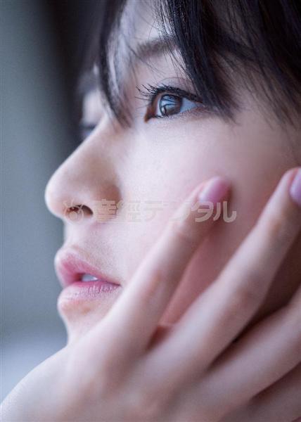 鈴木咲の初写真集「サキミダレ」画像(鈴木咲の横顔)