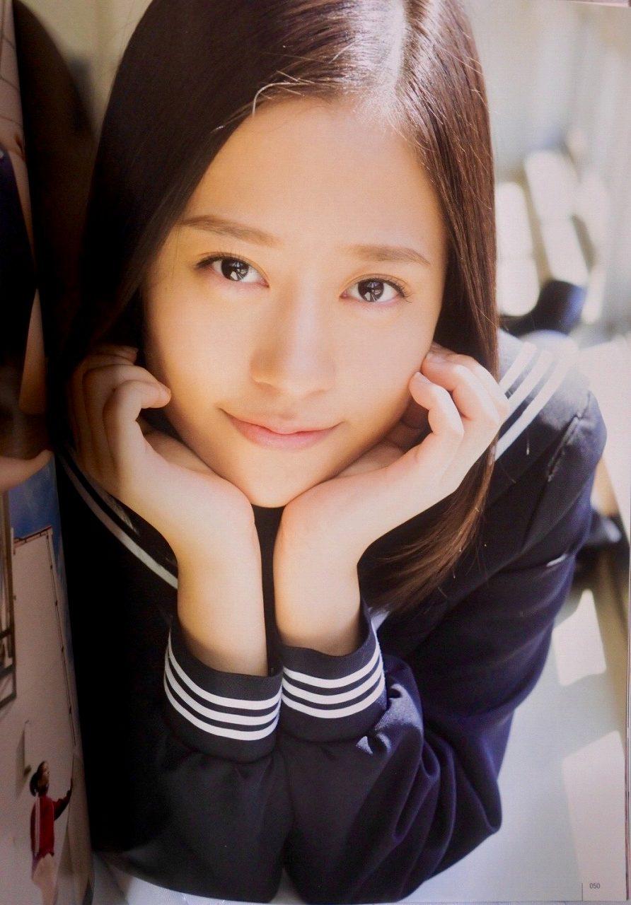 モーニング娘。・小田さくらのセーラー服グラビア