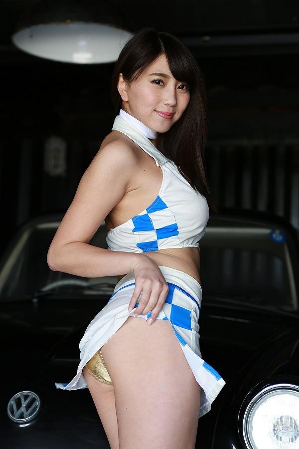 森咲智美イメージビデオDVD「bloom」、レースクイーンみたいな衣装でパンチラしてる森咲智美