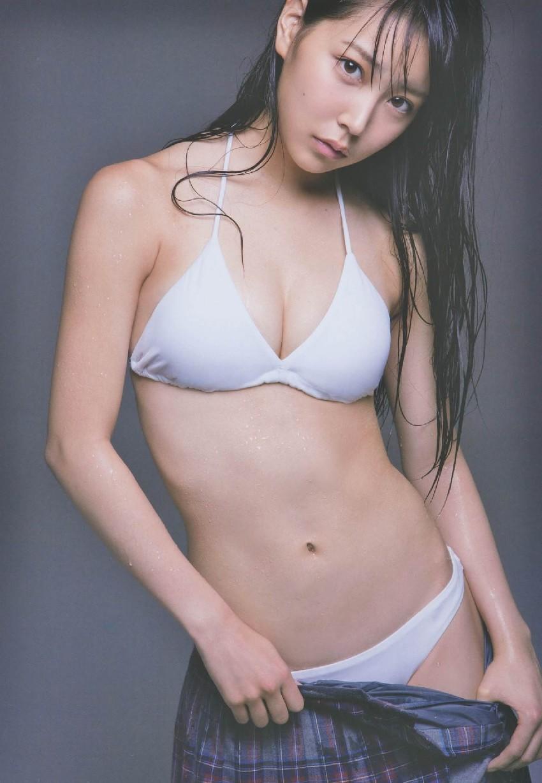 白間美瑠の水着グラビア