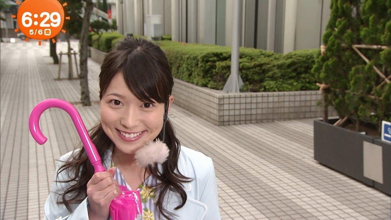 フジテレビ「めざましテレビ」でウインクする阿部華也子