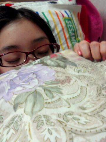 足立梨花のすっぴん寝顔