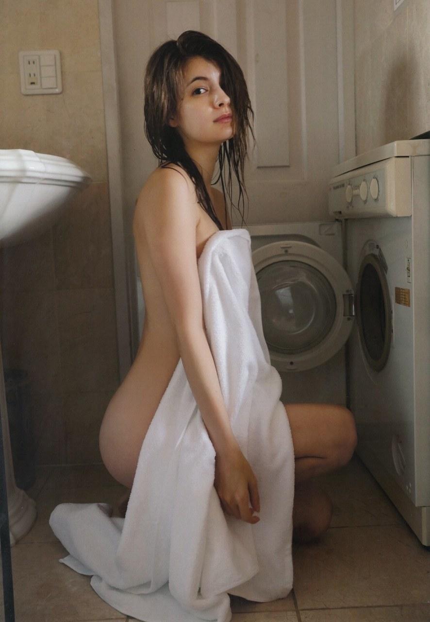 マギー写真集「Your まぎー」画像(マギーのセミヌード)