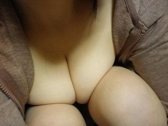 巨乳のエロ自撮り
