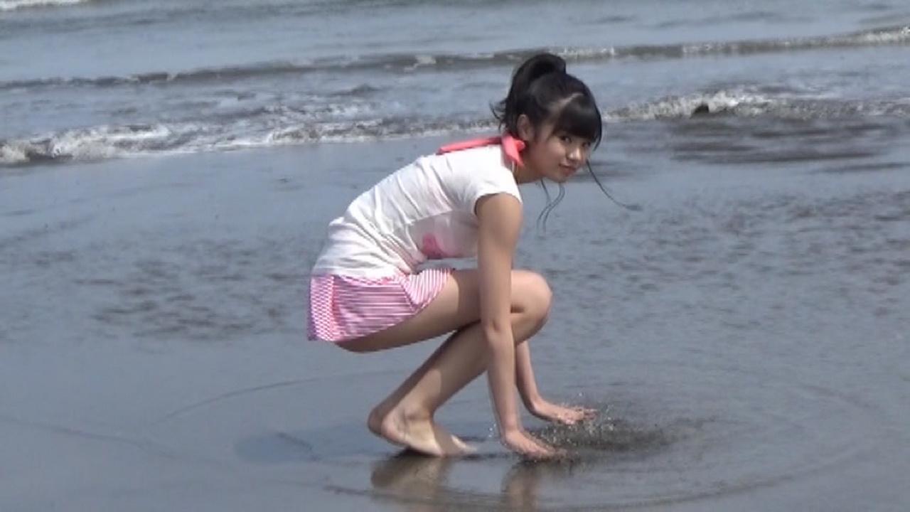 こぶしファクトリー・浜浦彩乃のファーストソロ写真集メイキングDVD画像(水着を着た浜浦彩乃)