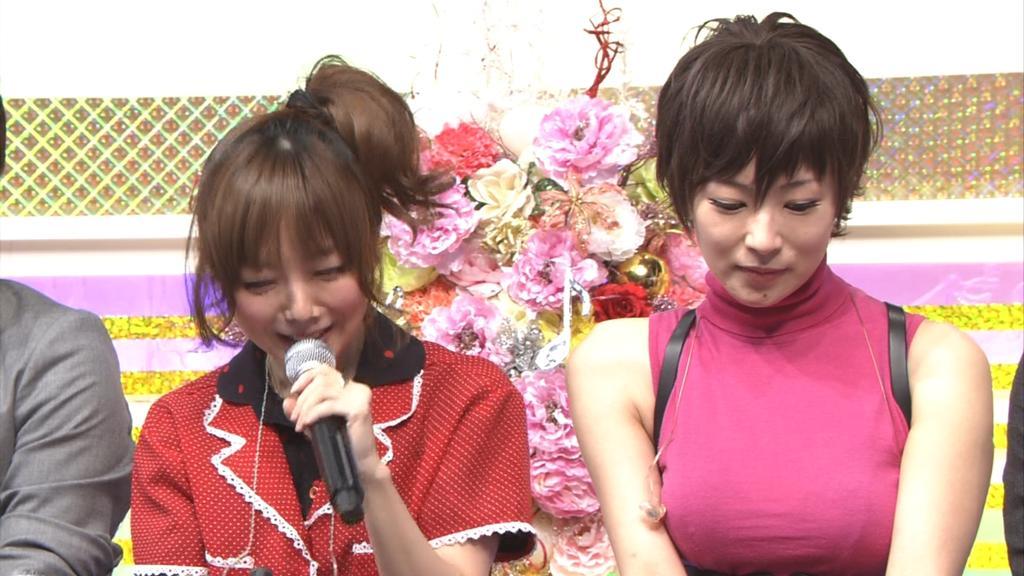 テレビ朝日「ミュージックステーション」にニットのノースリーブ衣装で出演した椎名林檎の着衣巨乳(他の出演者のaiko)