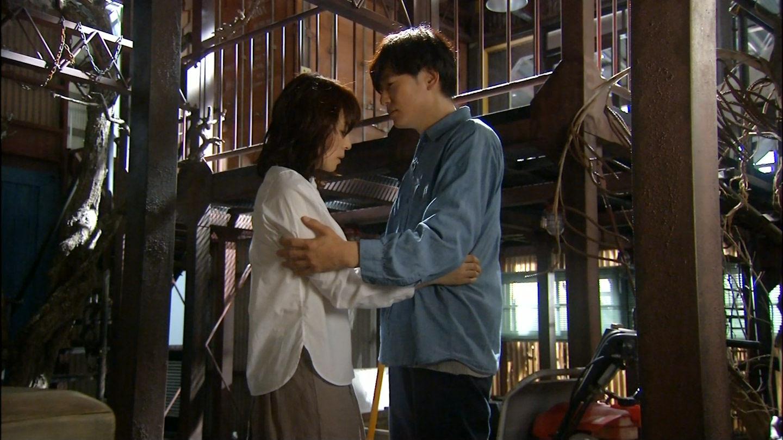 NHKドラマ「コントレール~罪と恋~」、石田ゆり子と井浦新の激しいキスシーン