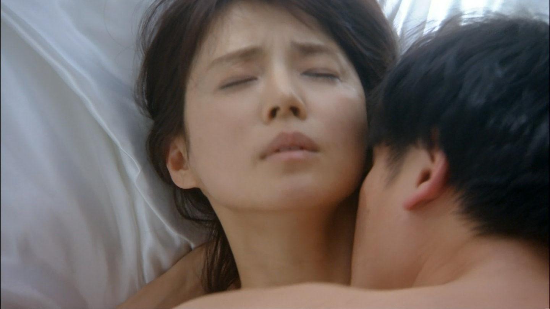 NHKドラマ「コントレール~罪と恋~」、石田ゆり子と井浦新の激しいベッドシーン