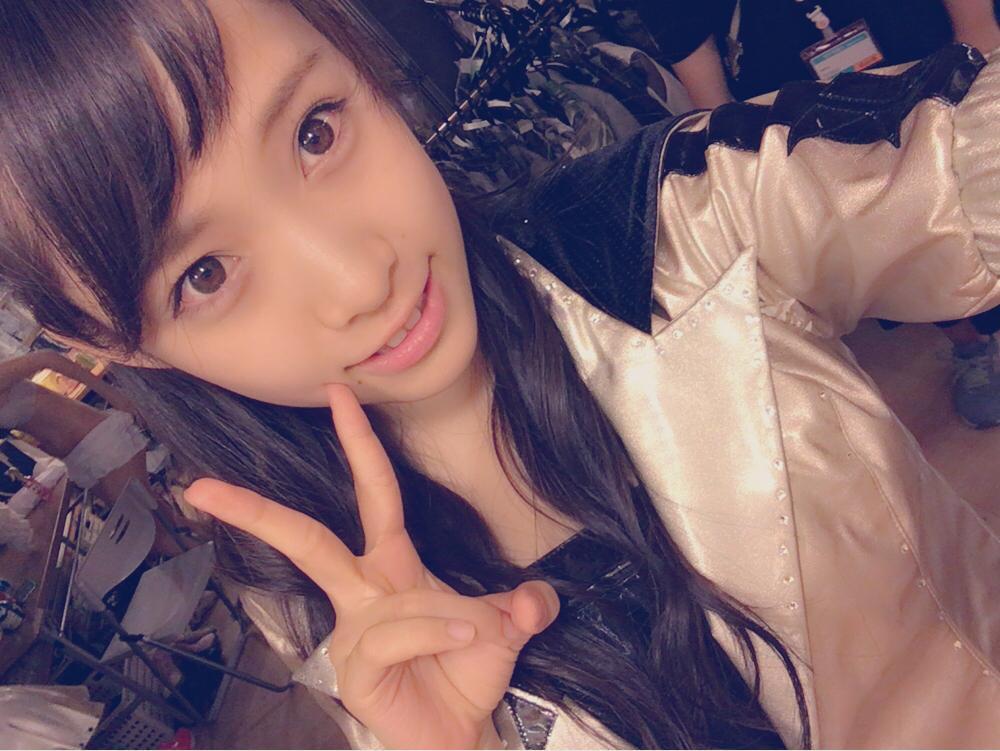 AKB48・市川愛美の自撮り画像に写りこんだ着替え中で下着姿のメンバー