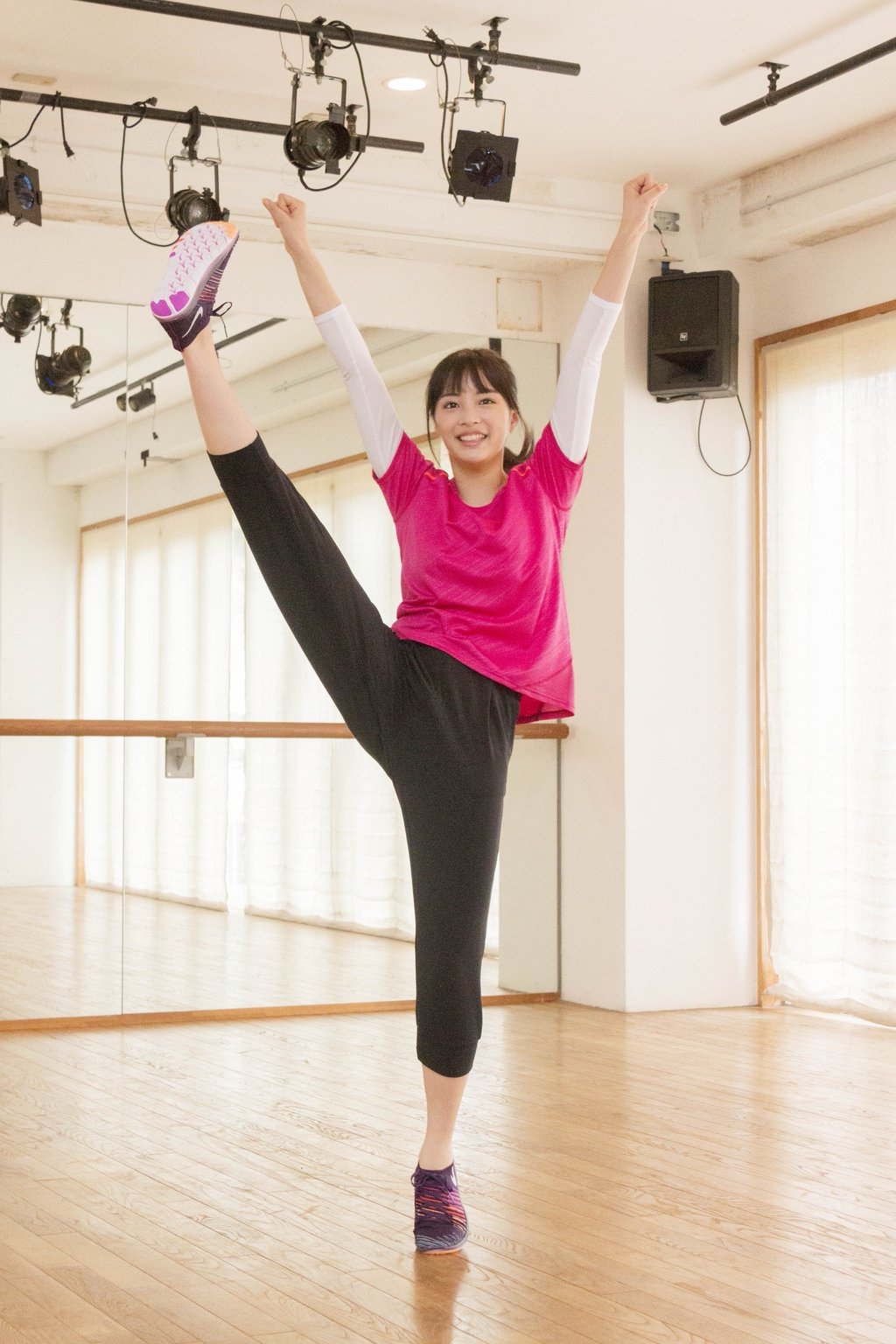 映画「チア☆ダン~女子高生がチアダンスで全米制覇しちゃったホントの話~」で猛特訓した広瀬すずの開脚