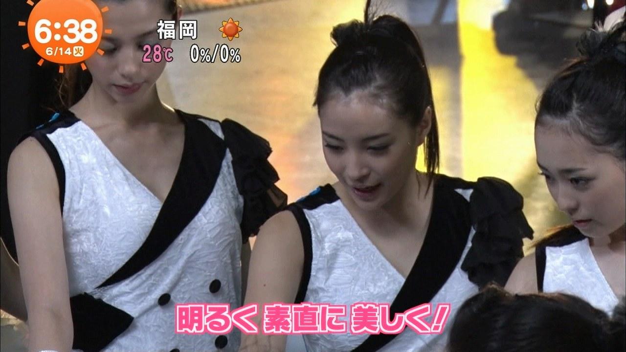 映画「チア☆ダン~女子高生がチアダンスで全米制覇しちゃったホントの話~」撮影中、チアガール衣装を着た広瀬すず