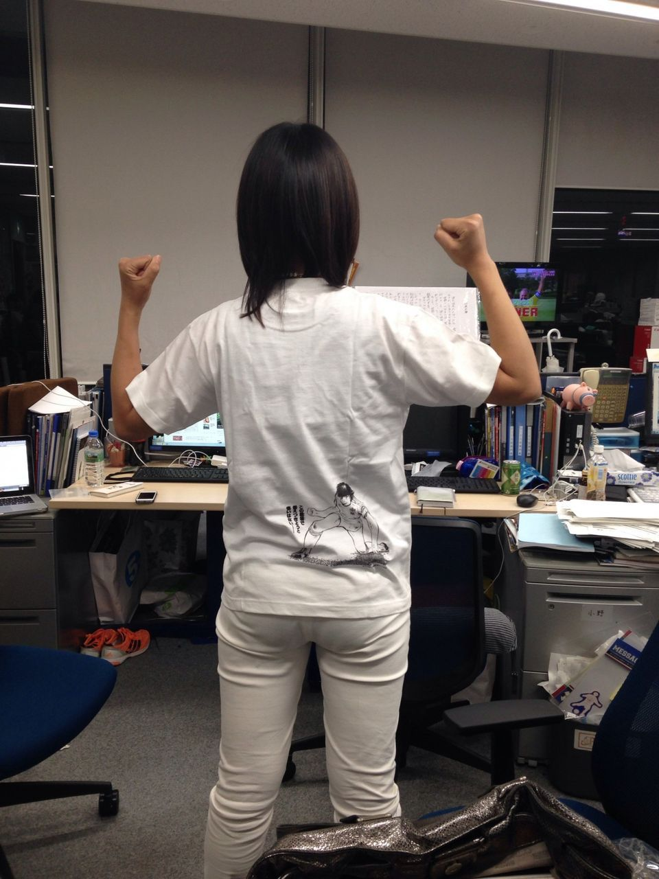 白いピチピチのパンツを履いた竹内由恵アナのお尻