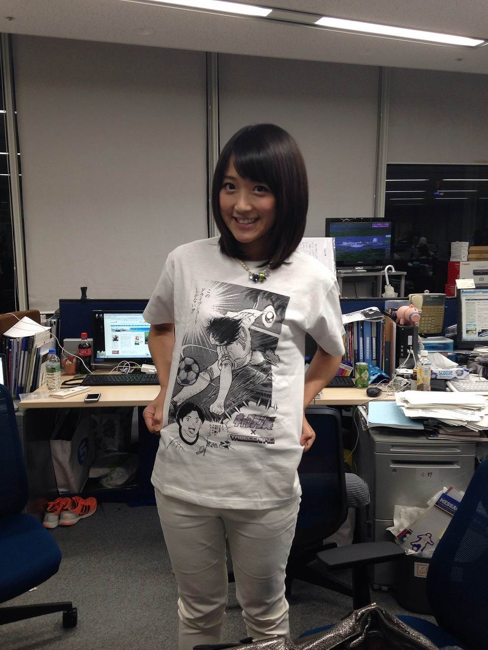 白いピチピチのパンツを履いた竹内由恵アナ