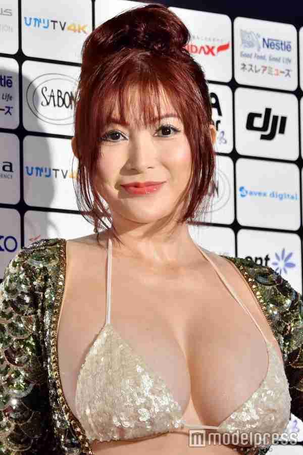 国際短編映画祭「ショートショート フィルムフェスティバル&アジア2016」アワードセレモニーにブラジャーおっぱい丸出しの露出狂ドレスで登場した叶美香