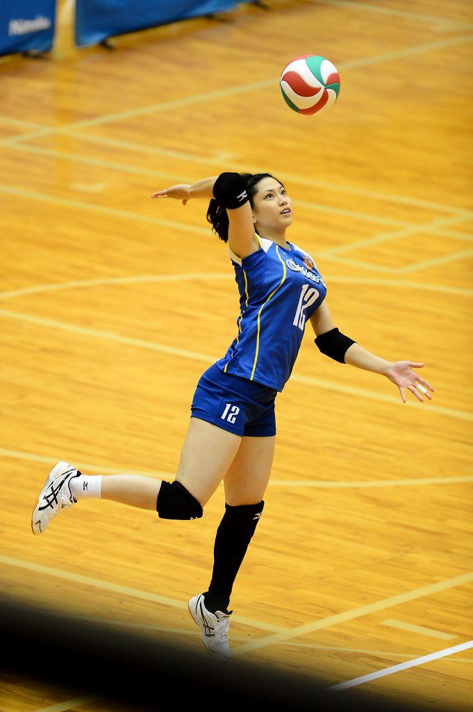 バレーユニフォームを着た槇本京子
