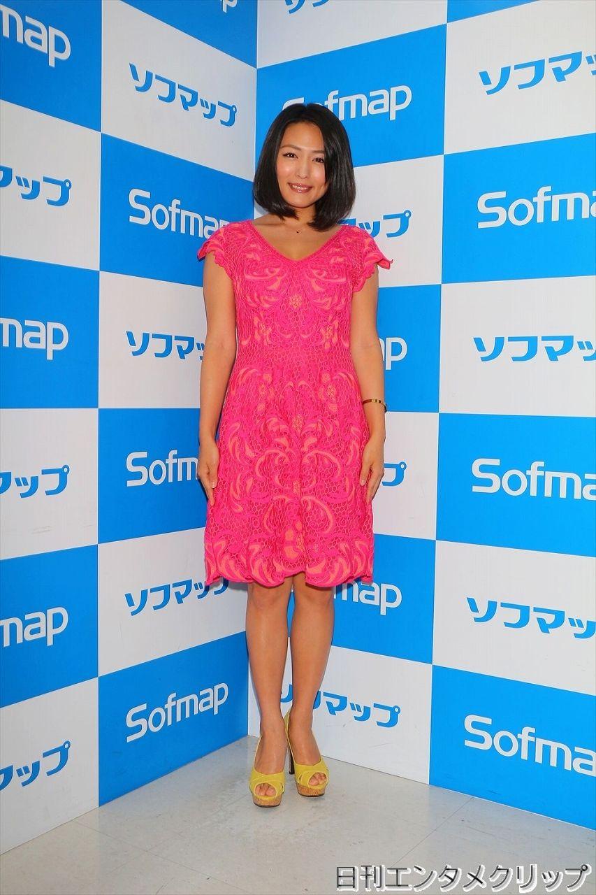 DVD&Blu-ray『裸足の季節』の発売記念イベントでソフマップに登場した川村ゆきえ