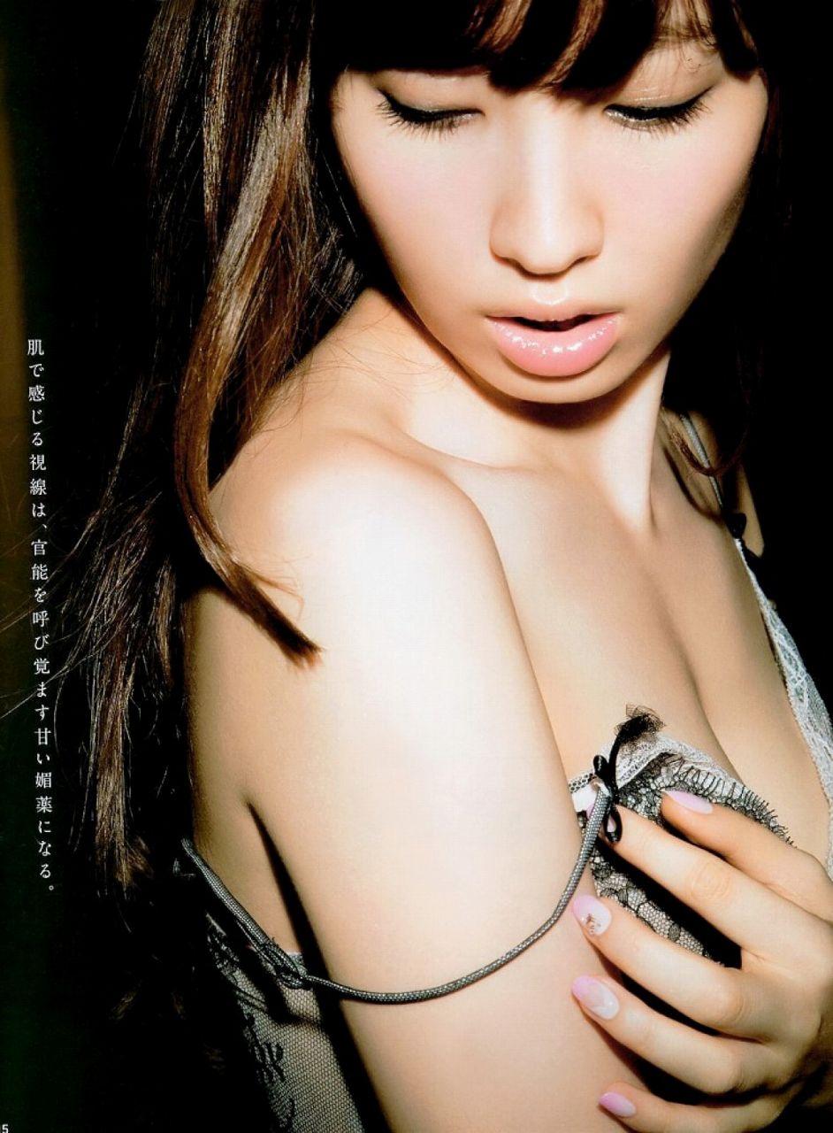 2012年「anan」SEX特集、小嶋陽菜の下着グラビア