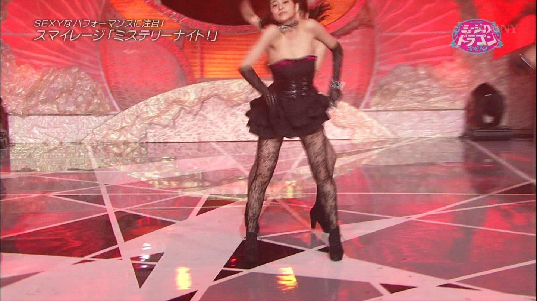デコルテ丸出しのステージ衣装を着ておっぱいポロリ寸前のスマイレージ・和田彩花