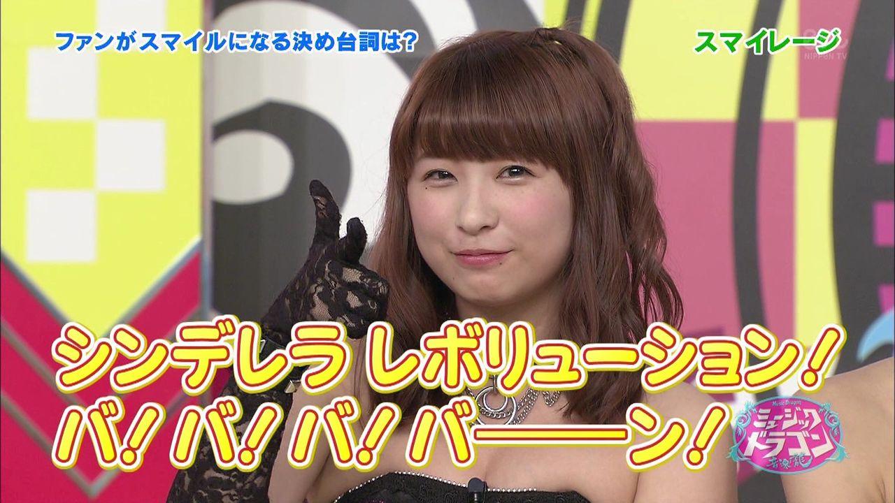 デコルテ丸出しのステージ衣装を着て乳首ポロリしているスマイレージ・福田花音
