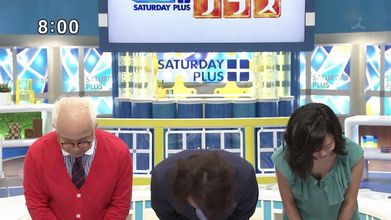 TBS「サンデープラス」に胸元ユルユル衣装で出演、お辞儀をしておっぱいポロリしている小島瑠璃子