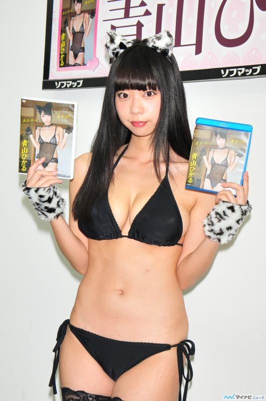 DVD「あおみんキャット」の発売記念イベントでソフマップに登場した青山ひかる