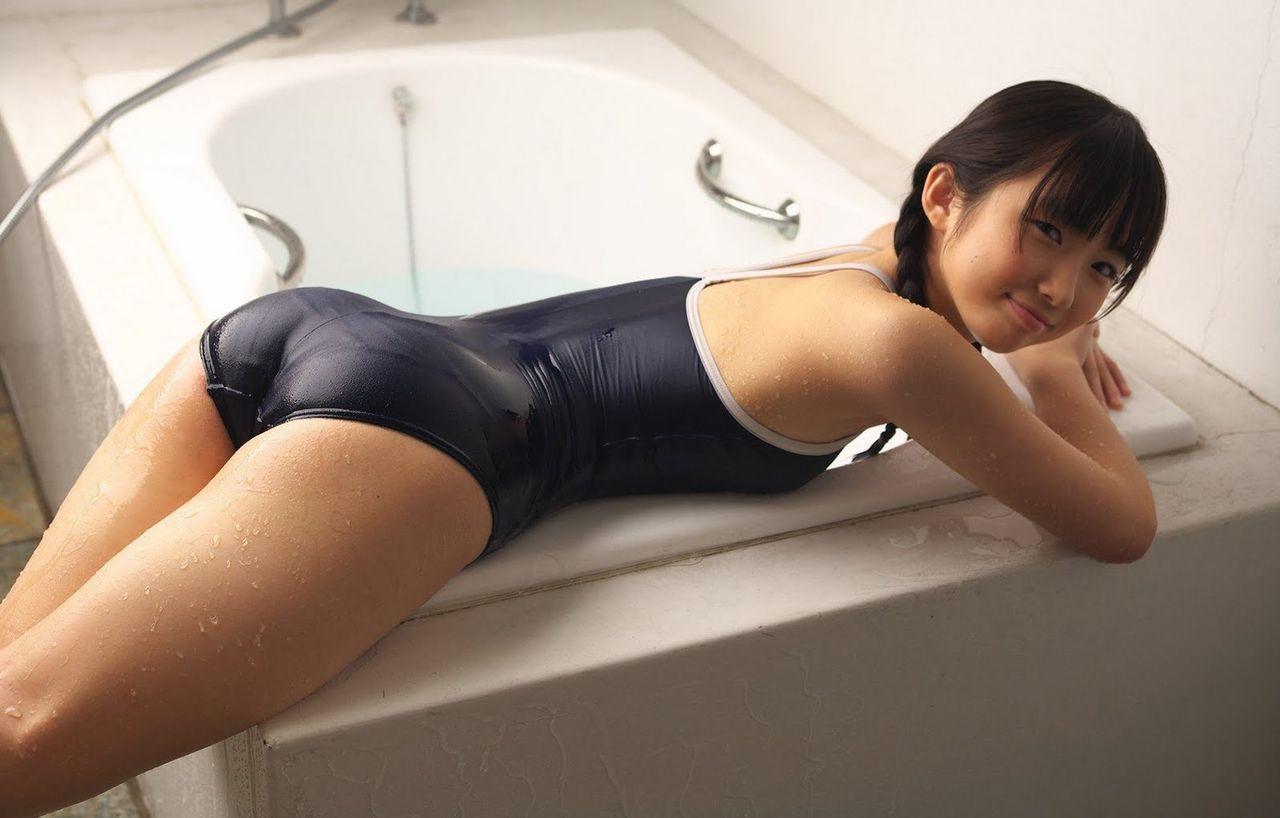 青山りか(姫咲友梨香)のスクール水着グラビア
