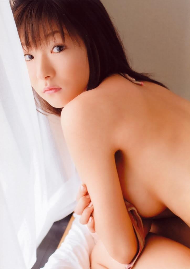 堀井美月のノーブラ横乳グラビア