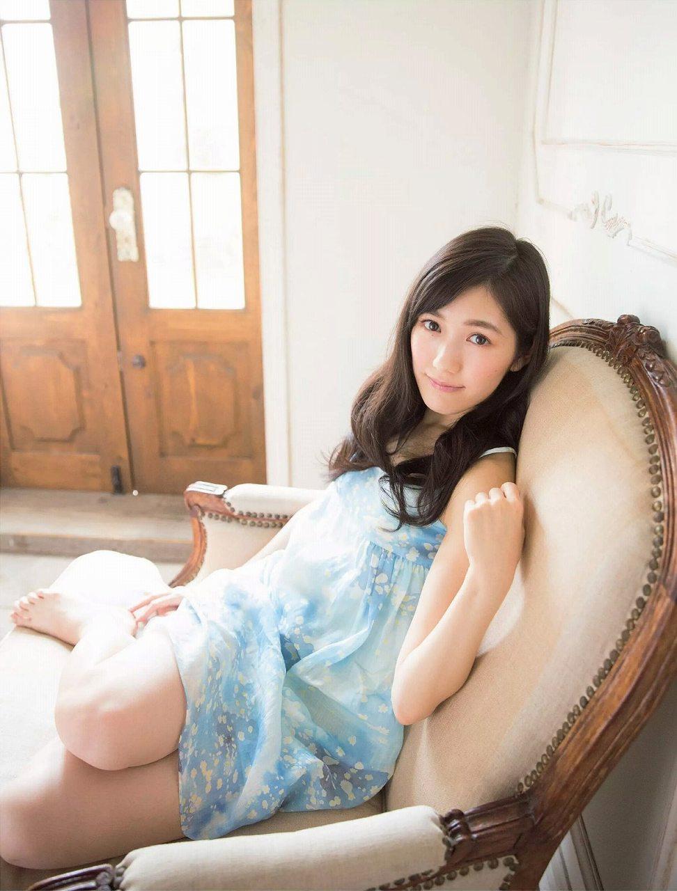 「週刊プレイボーイ 2014 No.52」渡辺麻友の着衣グラビア