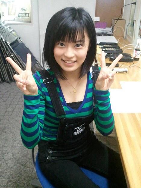 私服を着た小島瑠璃子の着衣巨乳