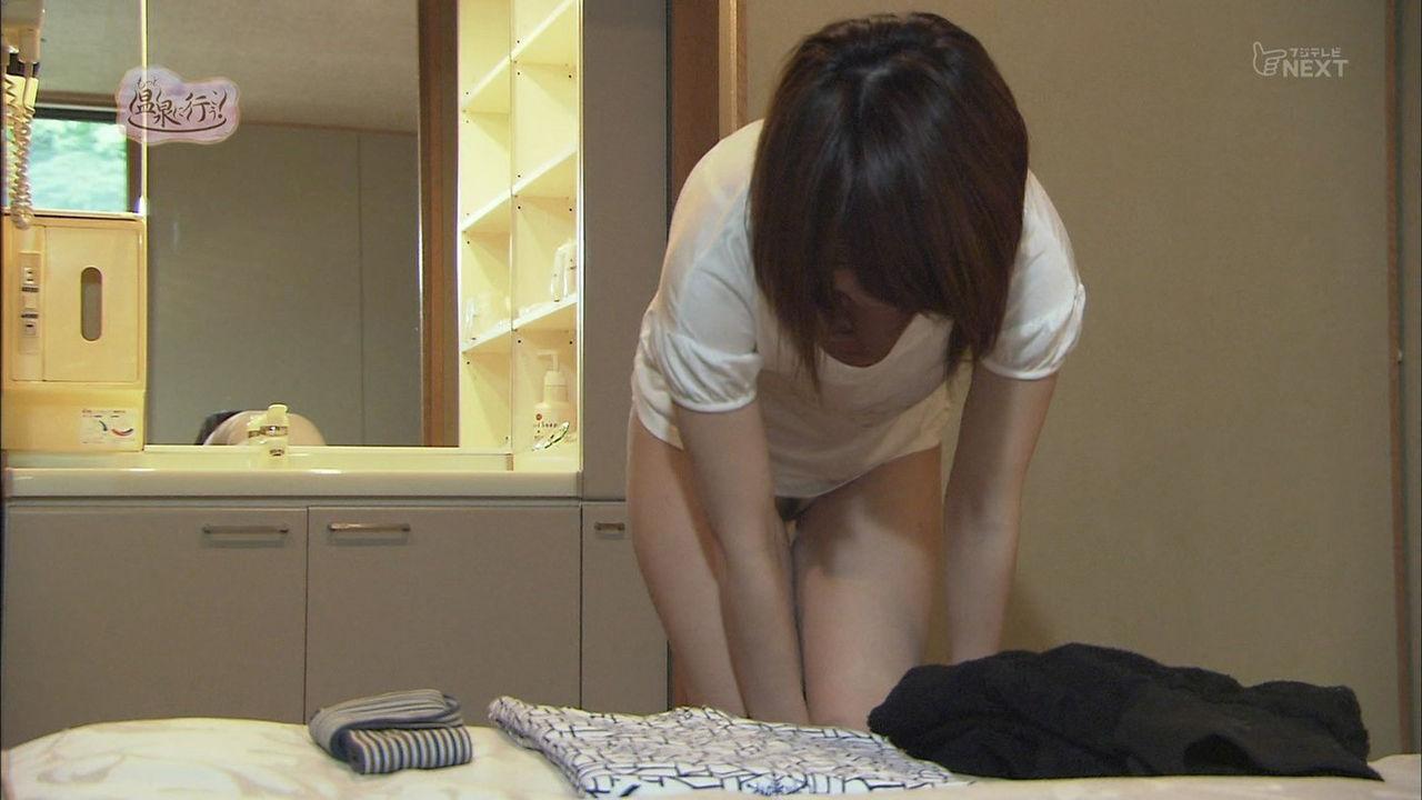 「もっと温泉に行こう!」、脱衣シーンでパンツを脱いだ女のマン毛
