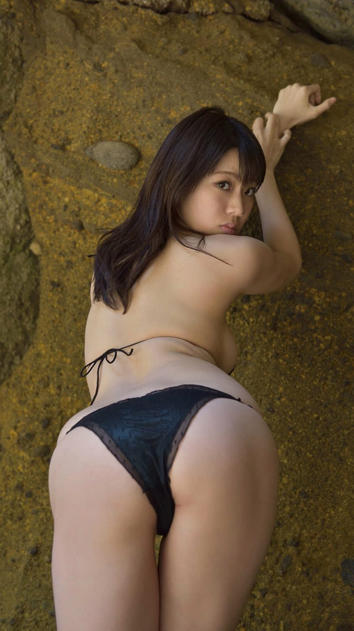鈴木ふみ奈のぶち込んでくださいポーズ水着グラビア