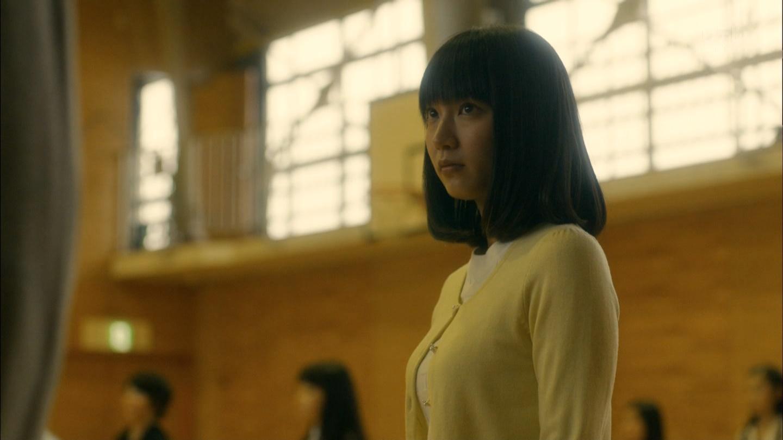 ドラマ「ゆとりですがなにか」で悦子先生を演じる吉岡里帆のニット着衣巨乳