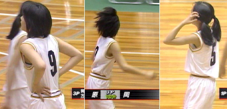 白くてスケスケのバスケットボールユニフォームを着て試合をする女の子