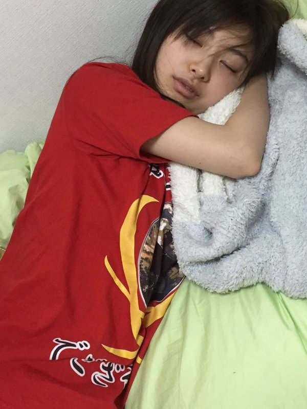 武藤十夢のすっぴん寝顔