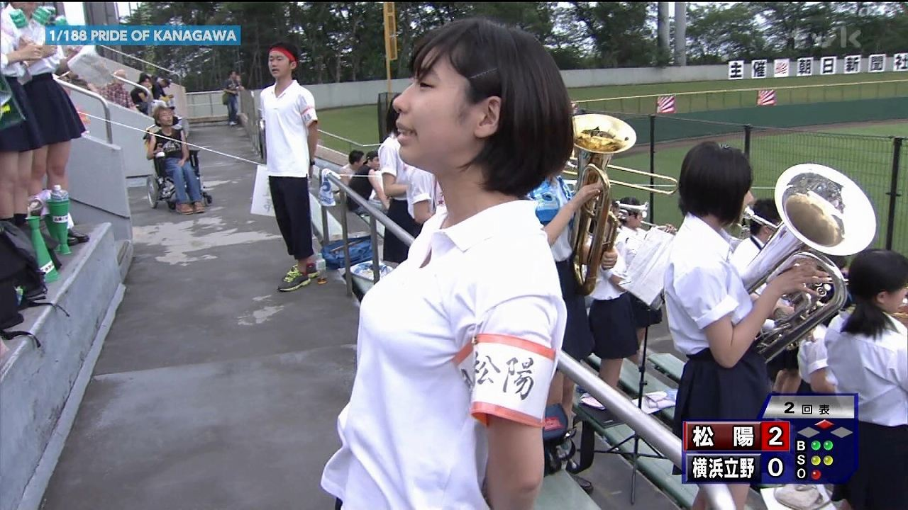 TVKに映った高校野球を応援する女子高生の着衣巨乳